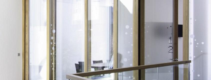 Sitzgelegenheiten Hauptverwaltung der Volksbank Karlsruhe an der Ludwig Erhard Allee in Karlsruhe